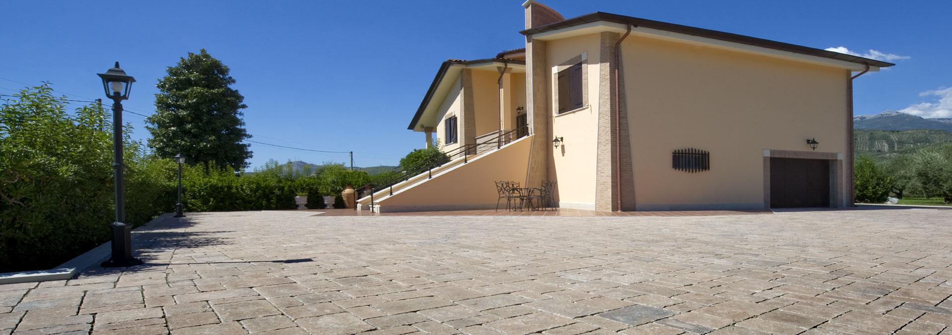 Manufatti in calcestruzzo per pavimentazioni e murature